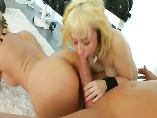 unparalleled anal bitch vibrating in the gym
