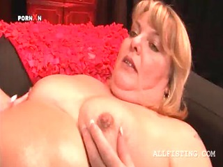 fat mature lesbian getting her hungry snatch fist